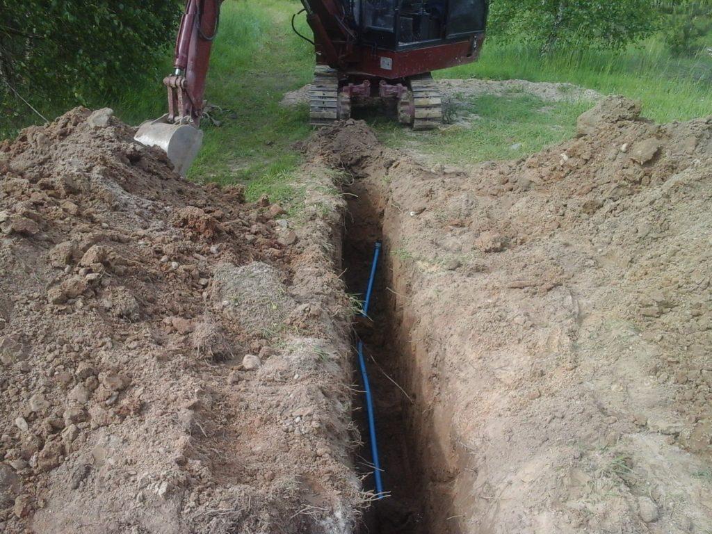 Praca nad przyłączeniem kanalizacji